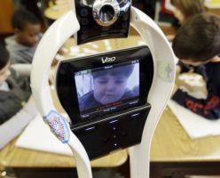 Робот посещает занятия вместо школьника