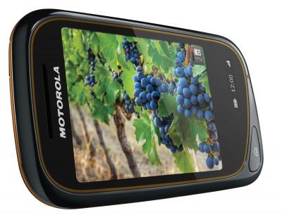 Тачфон Motorola Wilder - два экрана и защита от брызг